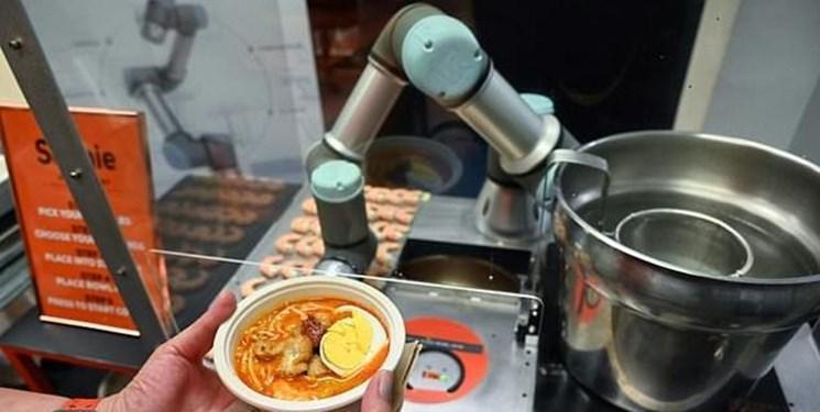 این ربات نودل را کمتر از یک دقیقه سرو می کند