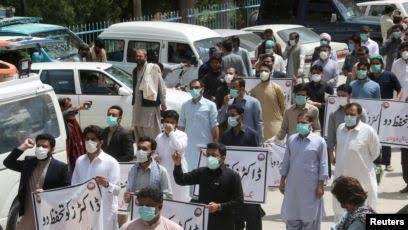 اعتراض پزشکان پاکستانی به کمبود تجهیزات